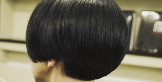 Техника стрижки для вьющихся волос позволяет их носить как в объёмном виде, так …